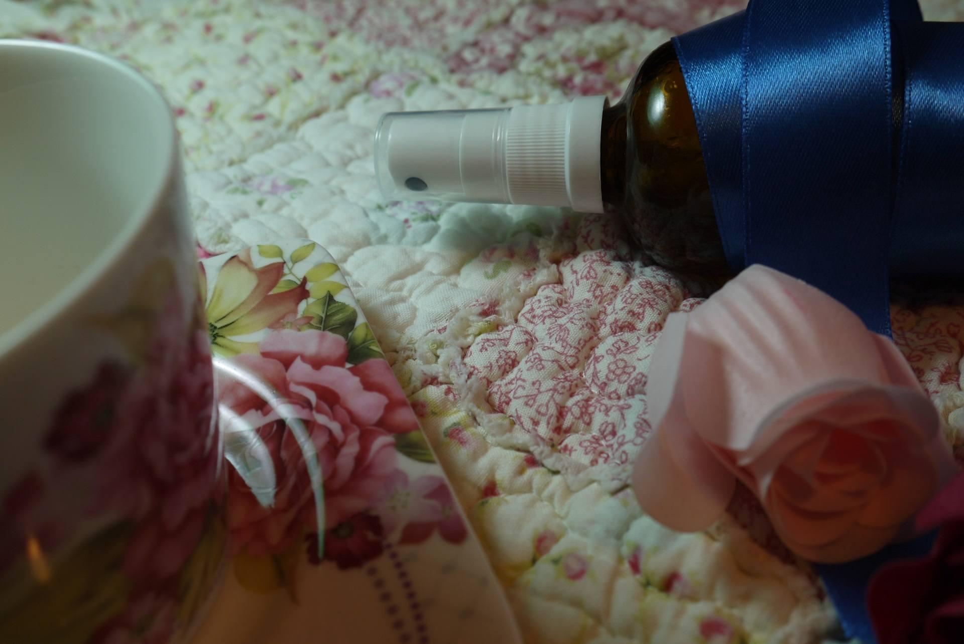 różana mgiełka do włosów z aloesem diy