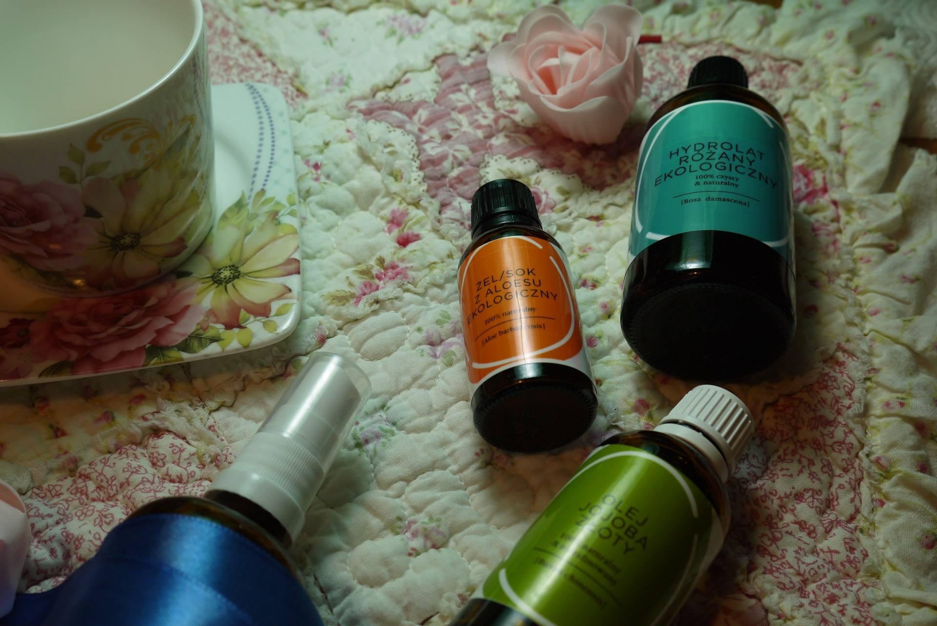 mgiełka do włosów z hydrolatem rózanym, aloesem i olejem jojoba
