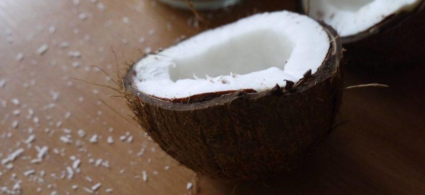 olej kokosowy wybielanie zębów